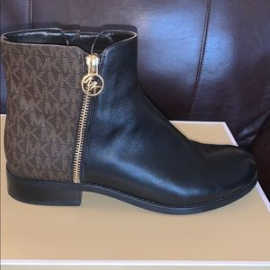 Michel Kors Jaycie Leather Ankle Booties.